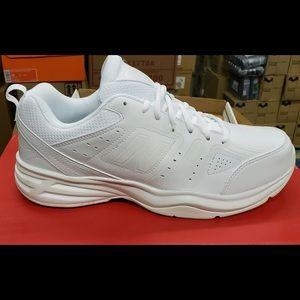 Men's new balance White MX 409 new